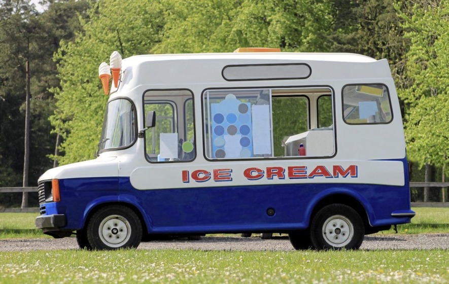 85a893f12f89 An ice cream van rammed another up to six times on a Co Donegal beach.  Picture from Press Association