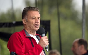 Chris Packham to have 'cheeky words' about hunting when collecting CBE