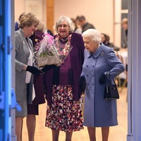 Queen wins a coveted Pointless trophy as quiz team captain