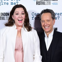 Melissa McCarthy pays tribute to Richard E. Grant on SAG red carpet