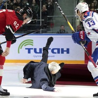 The fallen one – Mourinho takes embarrassing tumble at Russian ice hockey match
