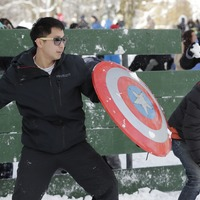 Snowball fight involving hundreds breaks out after social media suggestion