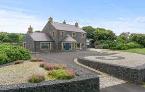 Property: Golf, greenery, sea and sky on the north coast