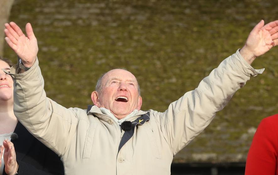 US officials honour UK man who tends memorial of US Airmen