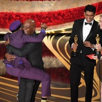 Fans praise Spike Lee and Samuel L Jackson for sharing 'beautiful' hug at Oscars