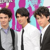 Priyanka Chopra and Sophie Turner star in Jonas Brothers' comeback song video