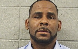 R Kelly accuses ex-wife of destroying his name