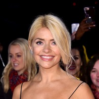 Dancing On Ice viewers wonder about 'duct tape' on Holly Willoughby's dress