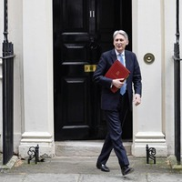Hammond pleads with MPS to lift Brexit 'cloud of uncertainty'