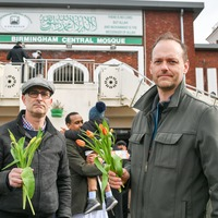 Christians hand out flowers at Birmingham mosque after New Zealand terror attack