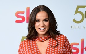 Vicky Pattison posts 'honest' selfie to apologise for 'perfect' pictures