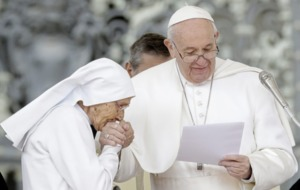 Pope allows traditional ring-kissing greeting at Vatican audience