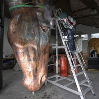 Sculptor to exhibit two giant horse heads at Venice Biennale art festival