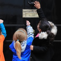 Pre-schoolers knock on Number 10's door in protest against 'tests'