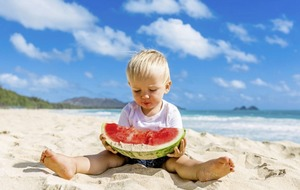 How to ensure your kids eat healthily on holiday