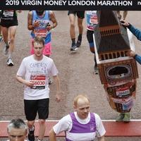 Video: Man in Big Ben costume gets stuck under London Marathon finishing arch
