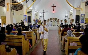 Sri Lanka village holds what is thought to be first Mass since all Catholic churches closed for fear of further attacks