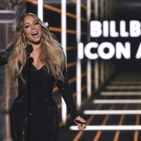 Mariah Carey delivers emotional speech while accepting icon award