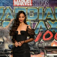 Zoe Saldana putting on her Avengers make-up becomes a meme