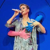 Katy Perry looks good enough to eat in Met Gala burger costume