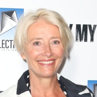 Dame Emma Thompson gets a tour of her British-themed SNL dressing room