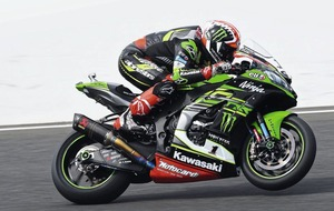Jonathan Rea races to Superbike double