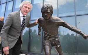 Fans criticise George Best sculpture