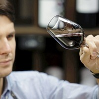 Want to know how to taste like a pro? Five basic stages of wine tasting
