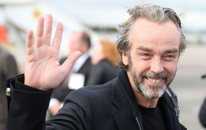 John Hannah wins bet with fan who thought he was Hugh Laurie