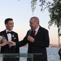 Turkey's Erdogan helps Mesut Ozil tie the knot