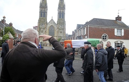 Republican guard of honour for Billy McKee ahead of funeral