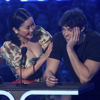 Noah Centineo thanks Lana Condor's lips as they win best kiss