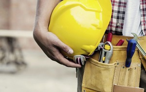 Construction worker's salary rises to £45,900 says report