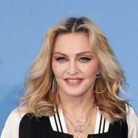 Madonna calls on fans to demand gun control