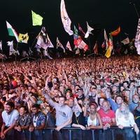 'No words': Crowd member delights Glastonbury with Thiago Silva performance