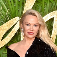 Pamela Anderson poses in bath to urge SeaWorld to free orca