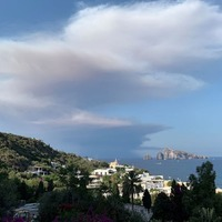 One dead as Stromboli volcano erupts and 'sends tourists fleeing into sea'