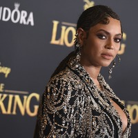 Beyonce and Blue Ivy wear matching outfits for The Lion King premiere