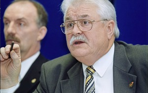 Lord Maginnis criticised for naming civil servant at centre of alleged compensation row