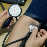 High blood pressure and cholesterol in early adulthood 'linked to heart disease'