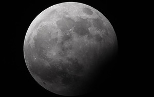 UK stargazers prepare for partial lunar eclipse
