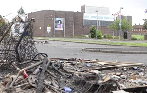 PSNI says no 'formal meetings' with UVF leader over east Belfast bonfire