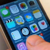 Apple urges older iPhone and iPad users to update to avoid GPS bug