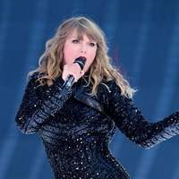 Man arrested with burglary tools near beachfront home of Taylor Swift
