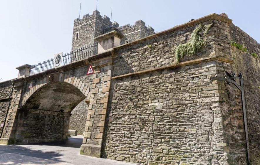 Derry's Walls