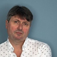 Laureate Simon Armitage pens poem micro-engraved on pill in cancer fight
