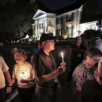 Elvis fans gather at Graceland to remember him 42 years on