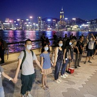 Hong Kong protesters imitate Baltic human chain demonstration against Soviet rule
