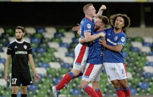 Linfield captain Jamie Mulgrew expects Qarabag to come out 'all guns blazing' in home leg