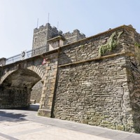 Leapfrogging the 400 year-old Derry Walls